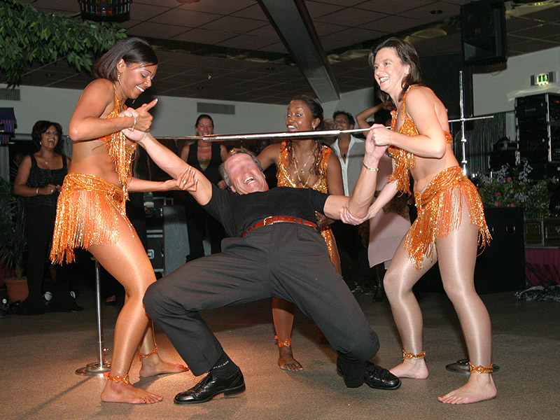 Caribische Brassband bij zakelijk evenement - Limbodans