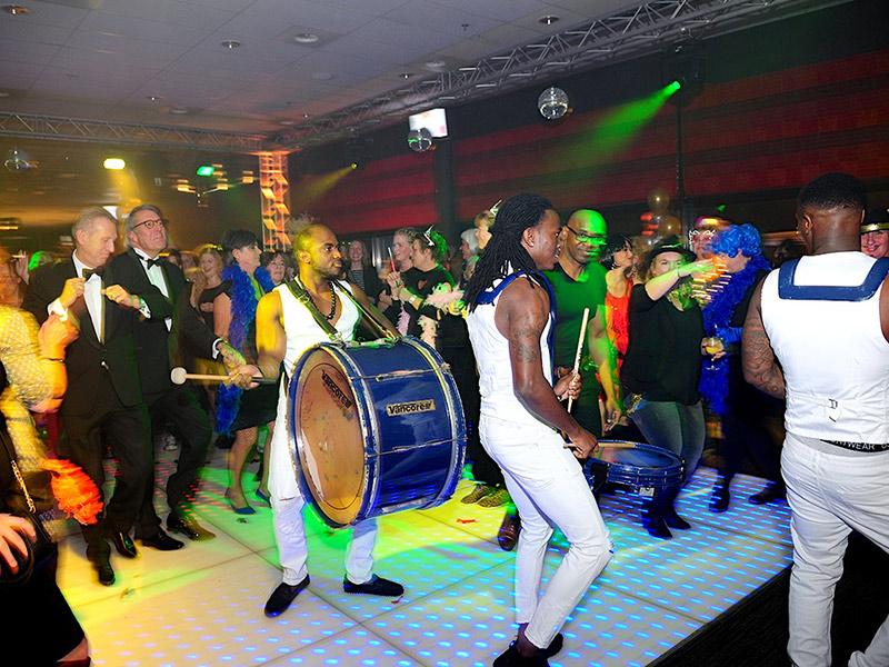 Caribische Brassband bij zakelijk evenement