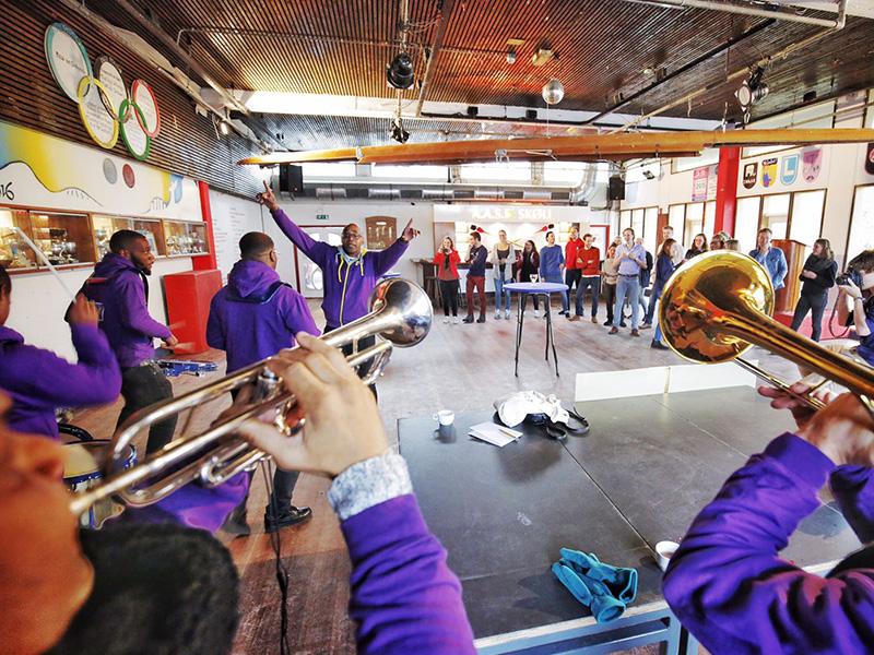 Caribische Brassband bij privé evenement